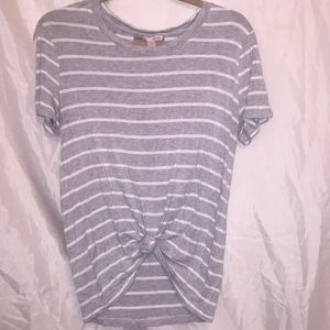 Forever 21 striped, tied t-shirt! Size Large 🦋
